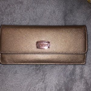 Michael Kors wallet USED BUT GREAT CONDITION